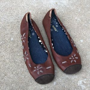 KENZIE brown leather flats w/ ribbon embroidery